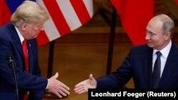 Президент США Дональд Трамп і президент Росії Володимир Путін на прес-конференції після переговорів