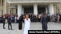 عرض مسرحي لمطالب ضحايا مؤنفلين أمام برلمان كردستان