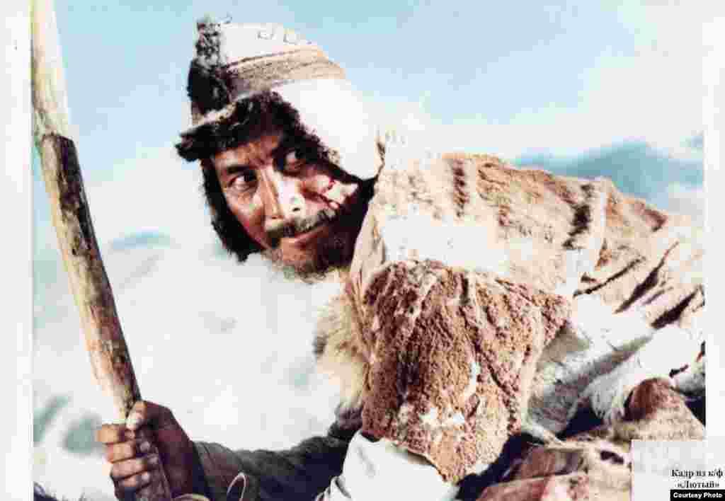 На фестивале фильмов Азии и Африки в Ташкенте Суйменкул получил признание как лучший исполнитель мужской роли.