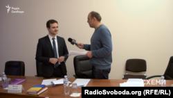 Новий держсекретар МОЗ Артем Янчук (ліворуч), жовтень 2016 року