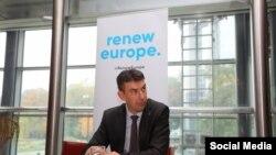 Europarlamentarul Dragoș Tudorache, președinte executiv al PLUS, cere demiterea șefului AEP