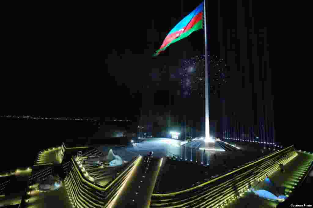 Standing at a height of 162 meters, the Baku flagpole was briefly the tallest in the world until it was overtaken by Tajikistan's 165-meter flagpole in Dushanbe in 2011. (Source: en.president.az)