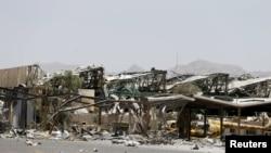 یک پایگاه هوایی یمن در صنعا (پایتخت) بعد از بمباران توسط ائتلاف به رهبری عربستان سعودی