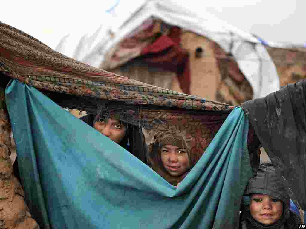 Afghanistan - Raseljena djeca Helmanda - Foto: AFP / Shah Marai