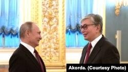 Президент Казахстана Касым-Жомарт Токаев (справа) и президент России Владимир Путин на встрече в Кремле. Москва, 3 апреля 2019 года.