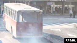 Градските автобуси - мегдан за меѓуетнички тепачки.
