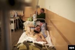 Раненый украинский солдат в госпитале в Артемовске