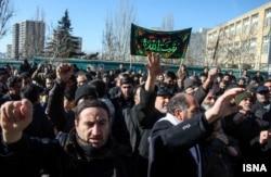 Təbrizdə Azərbaycan konsulluğu qarşısında etiraz aksiyasından görüntü. 10 dekabr 2015