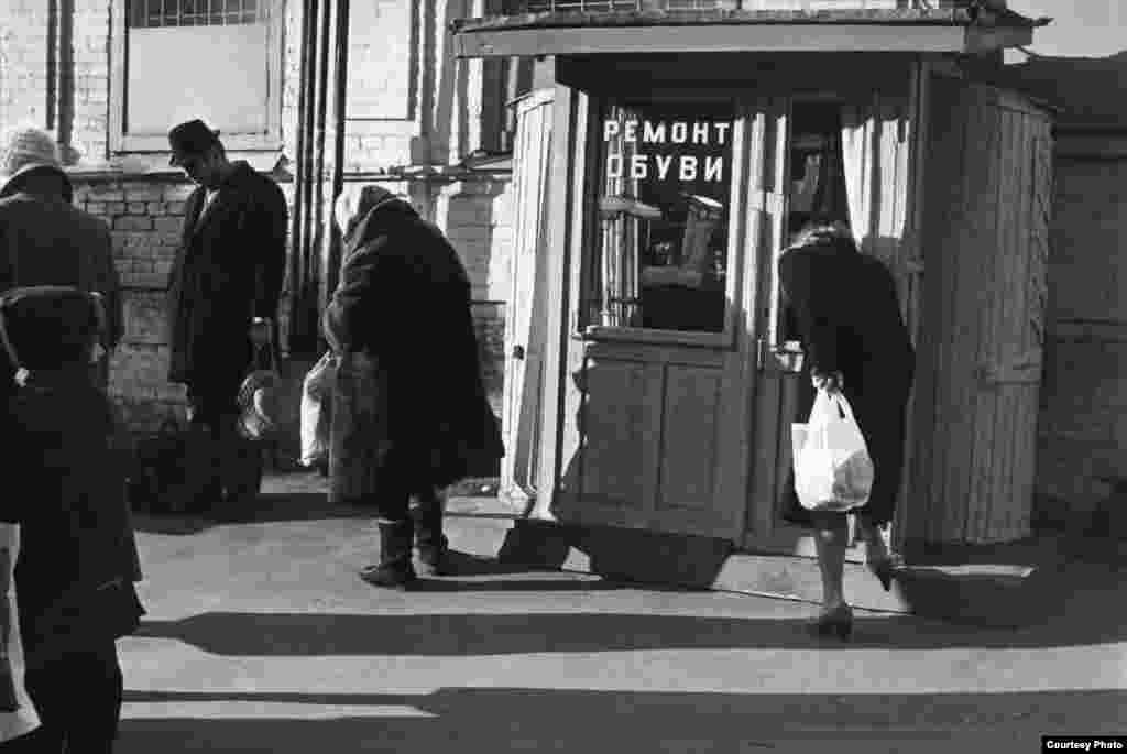 На многих фотографиях Ранчукова запечатлены аспекты киевской жизни, которые с тех пор исчезли навсегда, например, киоск сапожника на Житном рынке, который когда-то был знаком для поколений