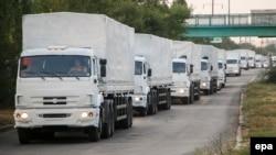 Колонна российских грузовиков, выехавших из подмосковного Наро-Фоминска в ночь на 12 августа