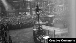 Женские подразделения королевских военно-воздушных сил Великобритании на параде по поводу окончания Первой мировой войны. Снимок 1918 года