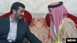 دیدار محمود احمدی نژاد، رییس جمهوری اسلامی با شیخ حمد بن عیسی آل خلیفه، امیر بحرین در منامه.(عکس: AFP)