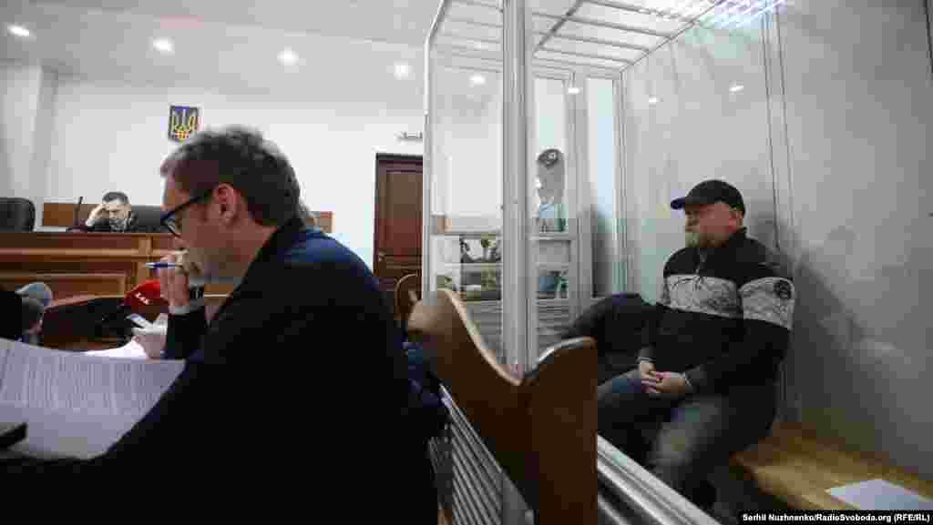 УКРАИНА - Шефот на една невладина организација, Володимир Рубан кој договарал размена на затвореници во источна Украина бил уапсен од украинските власти под сомнение за шверц. Рубан наводно се обидел да шверцува голема количина на оружје и муниција од реон под контрола на проруските бунтовници.