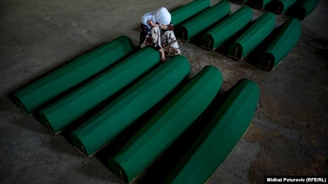 Photo Gallery: Srebrenica, dan uoči ukopa