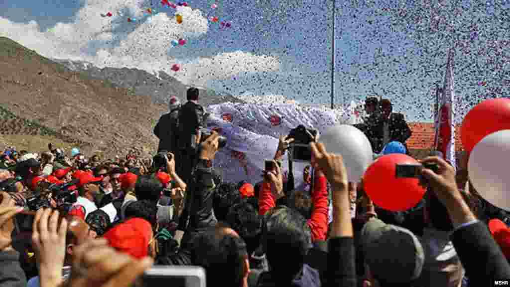 رسانههای داخل ایران از تبلیغات گسترده شرکت چوپان برای حضور مردم در این برنامه خبر دادهاند.