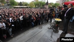 Armenia - Opposition leader Raffi Hovannisian addresses a rally in Yerevan's Liberty Square, 12Apr2013.