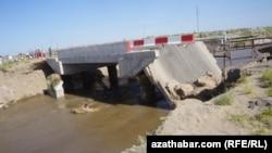 Паводком разрушены несколько мостов на Амударье, Лебапская область (архивное фото)