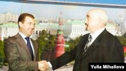 Рукостискання Ігоря Смирнова (п) з президентом Росії Дмитром Медведєвим іще недавно були на плакатах у Придністров'ї