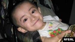 Уалихан Сериккалиев, который страдает от редкого заболевания. Семей, октябрь 2009 года.