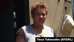 Айша Токтоналиева күн сайын эки мүшөк таштанды чогултат.