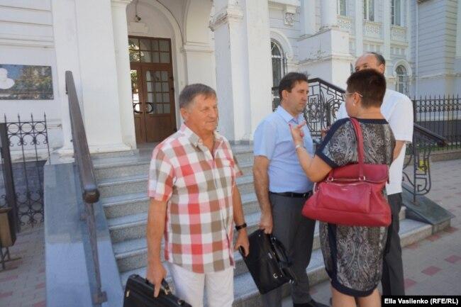 Владимир Сидоров, дед Яна Сидорова, перед зданием суда