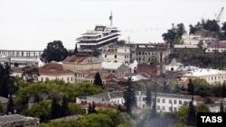 Село Яштуха - по сути, второй этаж Сухума - раскинулось всего на уровень выше города