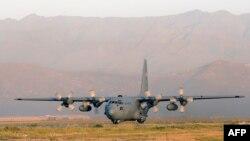 Самалёт C 130 Hercules у Кабульскім аэрапорце.