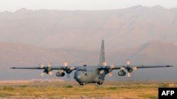 Afghanistan -- (FILES) This file picture taken on August 19, 2012 shows a Lockheed C 130 Hercules of the US Air Force landing at the Kabul International airport, in Kabul. Eleven people, including six US troops, were killed when a C-130 military transport