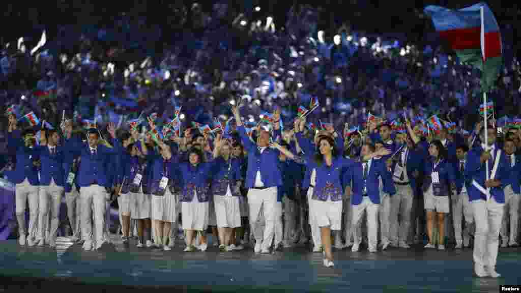 Азербайджанская команда на открытии Европейских игр. Всего в них участвуют 290 спортсменов из Азербайджана, 359 - из России.
