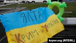 Флешмоб у Києві «Літо. Море. Пляж. Референдум»