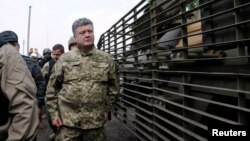 Петро Порошенко у військовому таборі неподалік міста Святогірськ, 20 червня 2014 року