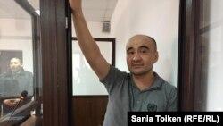 Азаматтық белседі Макс Боқаев өзіне қарсы сотта. Атырау, 10 қараша 2016 жыл.