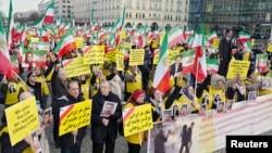 Берлинде Ирандагы нааразылык акцияларды колдогон демонстрация. 6-январь, 2018-жыл.