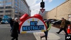"""Протесты в США после отмены """"сетевого нейтралитета"""""""