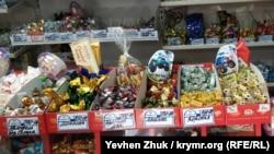 Конфеты и шоколадки Roshen в севастопольском магазине