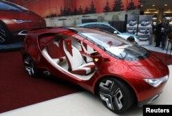 """Впервые концепт-кар """"ё-мобиля"""" показали публике в 2011 году"""
