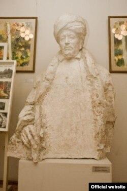 Бакый Урманче музеендагы Шиһабетдин Мәрҗәни сыны