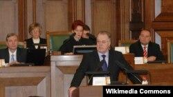Гунтис Улманис во время дебатов в Сейме. 2004 год