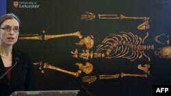 Джо Эплби, король Ричард Үшіншінің мүрдесін зерттеген ұлыбританиялық ғалым. Лестер, 4 ақпан 2013 жыл