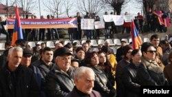 Nagorno-Karabakh -- Supporters of Armenia's arrested former President Robert Kocharian demosntrate in Stepanakert, December 22, 2018.