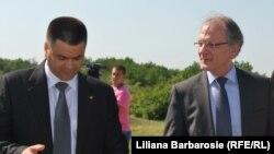 Vitalie Marinuta (stânga) şi Gabor Iklody