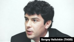 Борис Немцов на пресс-конференции по случаю своей отставки, 24 августа 1998 год, архивное фото