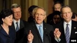 Лидер демократического большинства Сената Гарри Рид на пресс-конференции в Вашингтоне