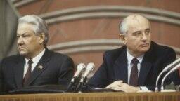 """Moldova - blog comunism - """"Pleacă ai noștri, vin ai noștri"""": M. Gorbaciov (dreapta), ultimul lider al URSS și Boris Elțin, primul președinte al Federației Ruse, ambii parte a nomenclaturii sovietice (Sursă: BNRM)"""