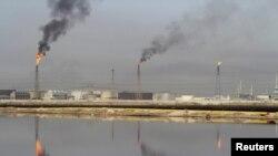 На нефтеперерабатывающем заводе. Иллюстративное фото.