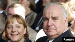 Ангела Меркель и Гельмут Коль. Берлин, 27 сентября 2000 года.