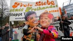 Демонстрация протеста против пакта о торговле между США и ЕС