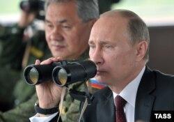 Putin hərbi təlimləri izləyir - 2013