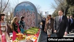 Азербайжандын президенти Илхам Алиев менен жубайы Мехрибан Алиева Бакыдагы майрамдык салтанатта, 20-март, 2012