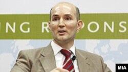 Гувернерот на Народна банка Димитар Богов.